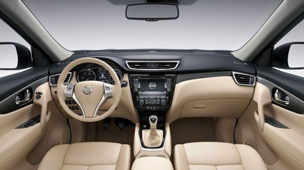 2014-Nissan-X-Trail-inside_opt